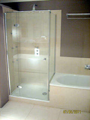 PIC 11 BTC Bath And Shower Space Saver Combo